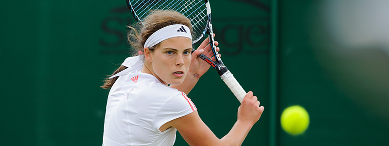 A photo of the junior international player Maia Lumsden playing tennis