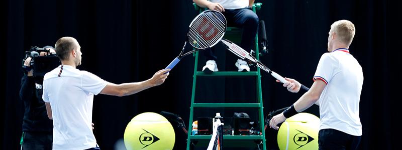 Dan Evans and Kyle Edmund racket shake