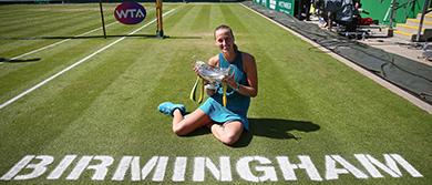 Petra Kvitova with Maud Watson Trophy