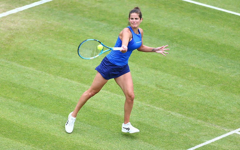 Julia Goerges hits a forehand