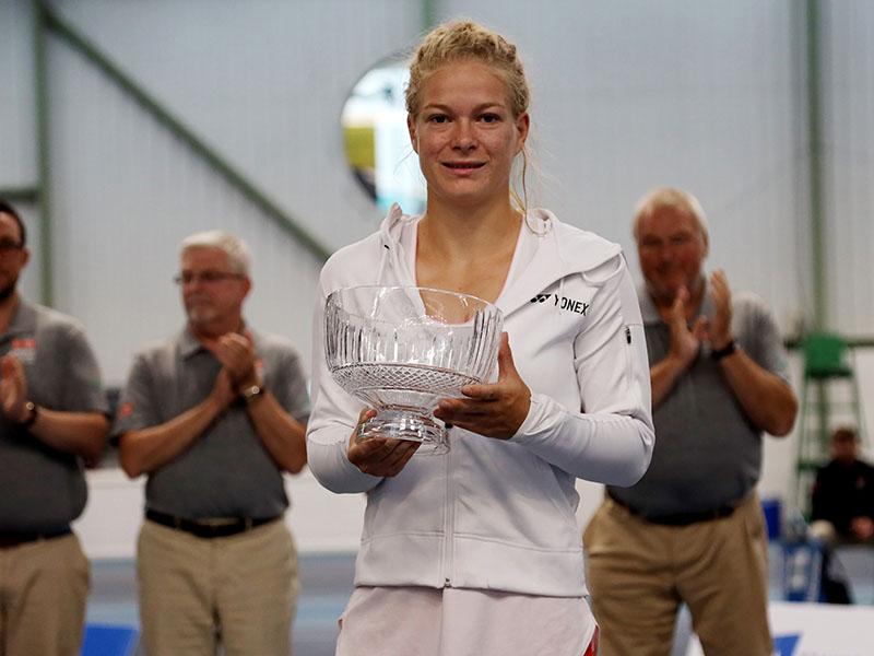 Diede De Groot with her trophy after winning the women's final