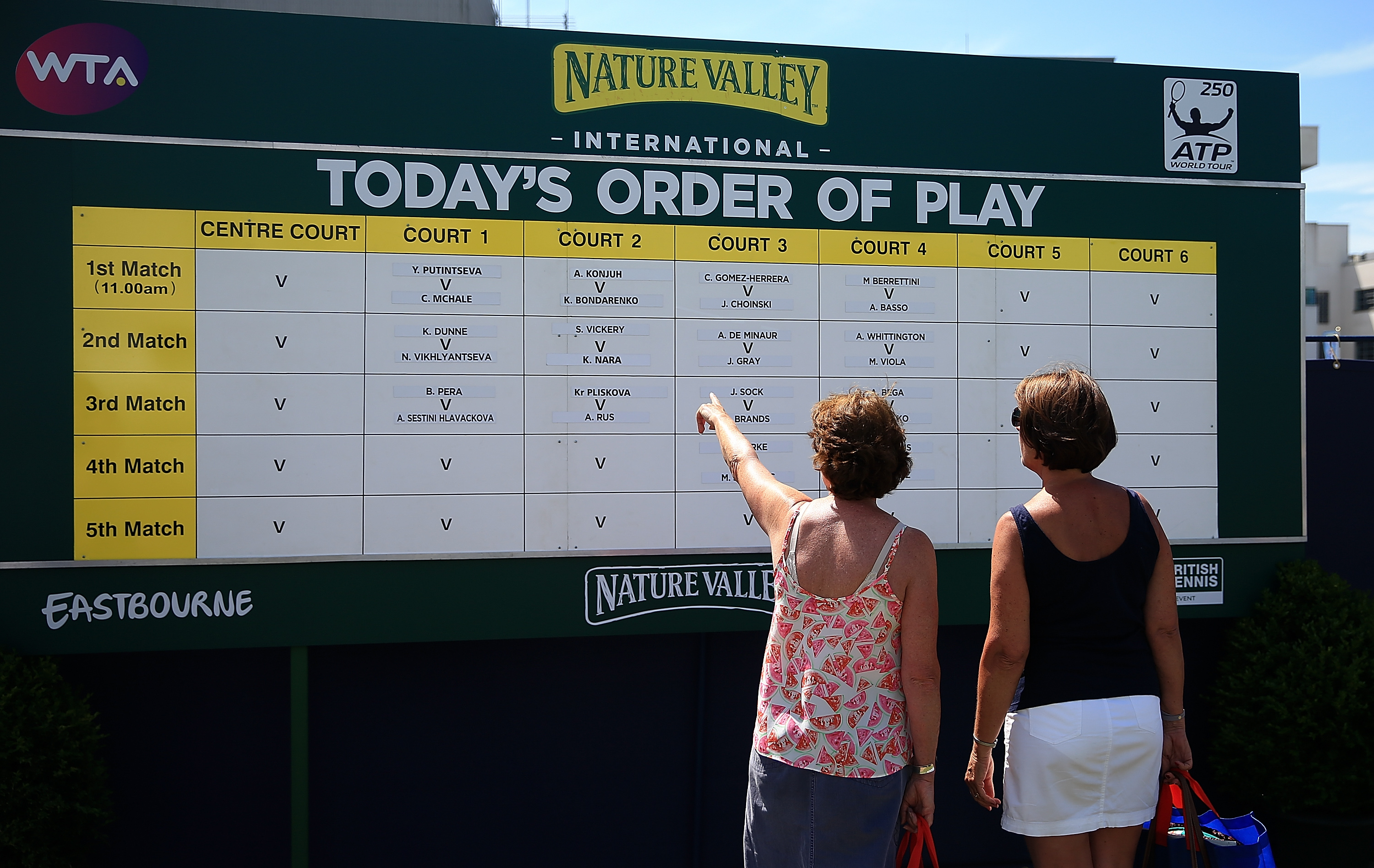 Fans check out Saturday's order of play