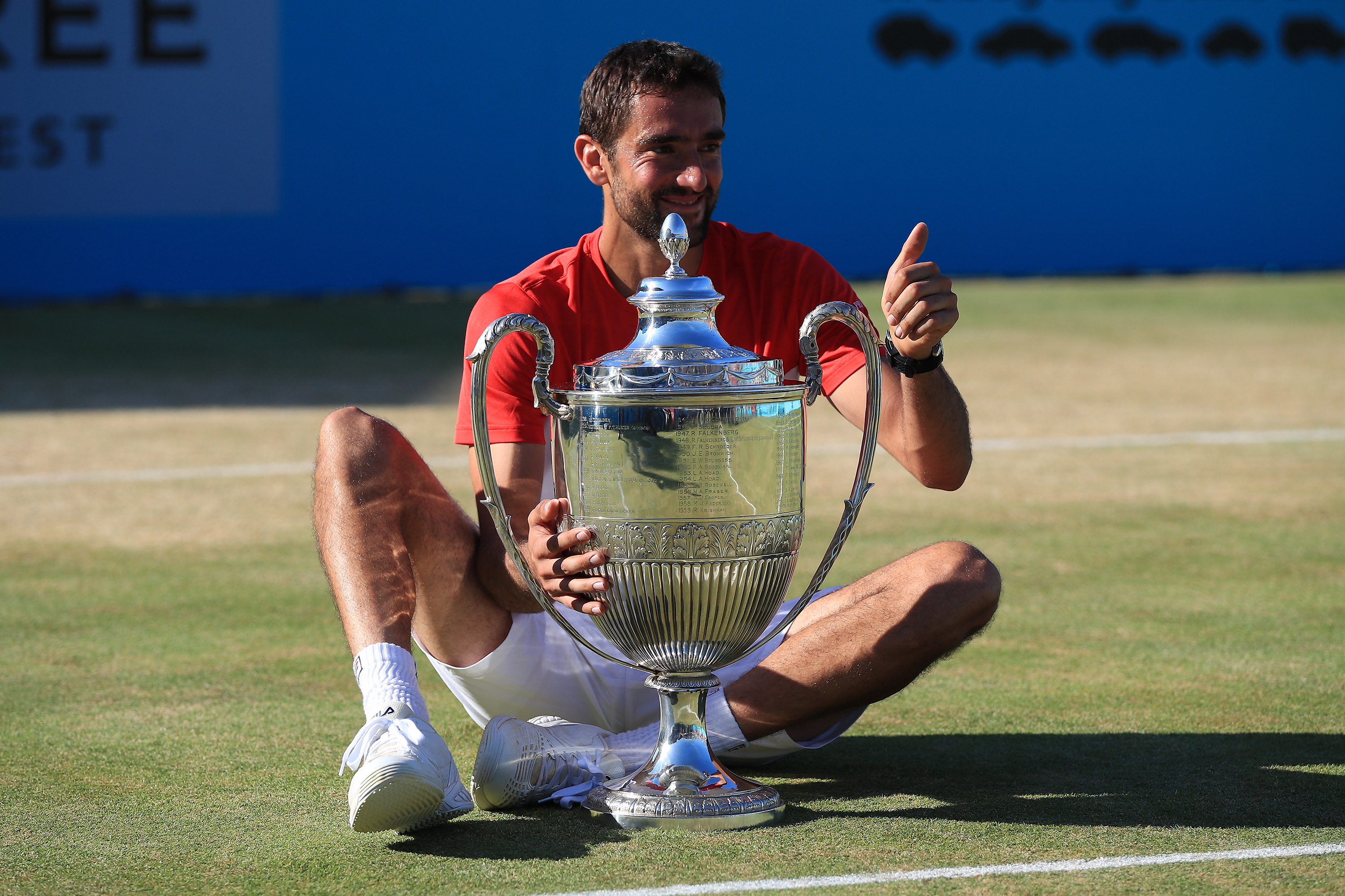 Marin Cilic shows a thumbs up and celebrates winning the Fever-Tree Champsionships