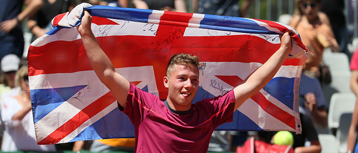 Alfie Hewett celebrates his win at Roland Garros