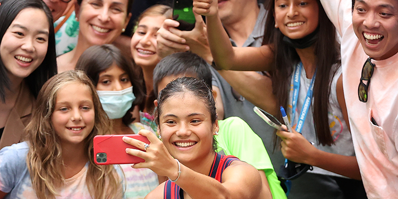 Emma Raducanu poses for a selfie with fans at the US Open