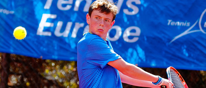 Jack Pinnington Jones hitting a backhand at the Tennis Europe Masters