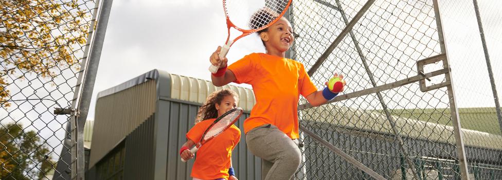 Kids, let's play tennis!